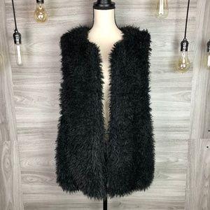 Madden Girl Black Faux Fur Vest Size Medium